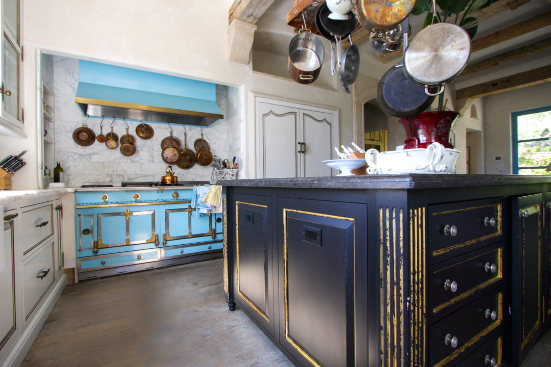 turquoise oven, gold inlay, blue cabinets